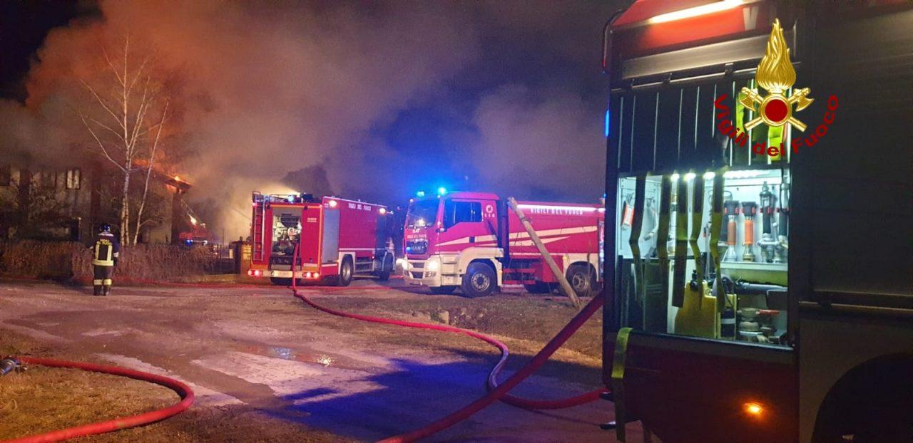 vigili del fuco, incendio ad un tetto di gambellara gravi danni a due abitazioni