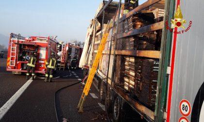 Incendio autoarticoalto in A4 a Vicenza