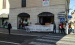 Protesta degli attivisti davanti alla Benetton