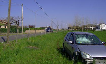 Esce di strada e abbatte palo telefonico a Thiene