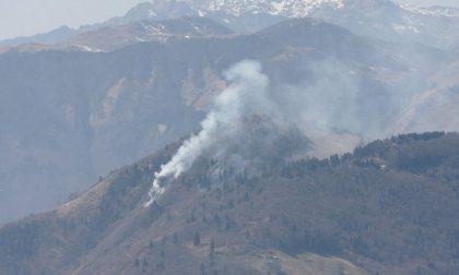 Monte Summano in fiamme, al lavoro le squadre di soccorso (in aggiornamento)