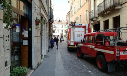 Famiglia chiusa in casa, arrivano i pompieri