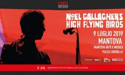 Noel Gallagher e Ben Harper in piazza Sordello a luglio 2019