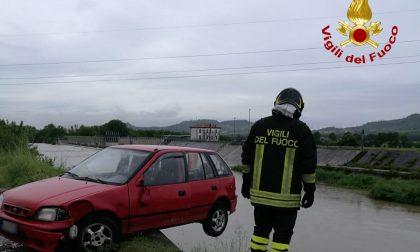 Auto in bilico rischiara di cadere nell'Agno a Montecchio Maggiore