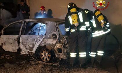 A Noventa Vicentina va a fuoco un'auto