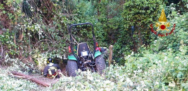 Si ribalta col trattore, resta illeso e se ne va, scatta un&#8217&#x3B;inutile allarme