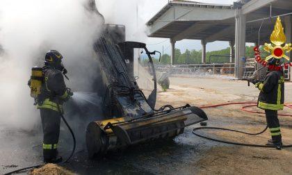 A Villaverla una macchina agricola in fiamme