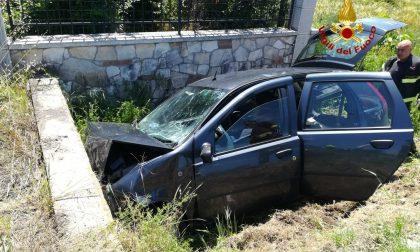 Lonigo: una donna perde il controllo dell'auto e finisce nel fossato