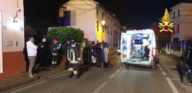 A Montecchio, resta incastrato nell&#8217&#x3B;auto ribaltata