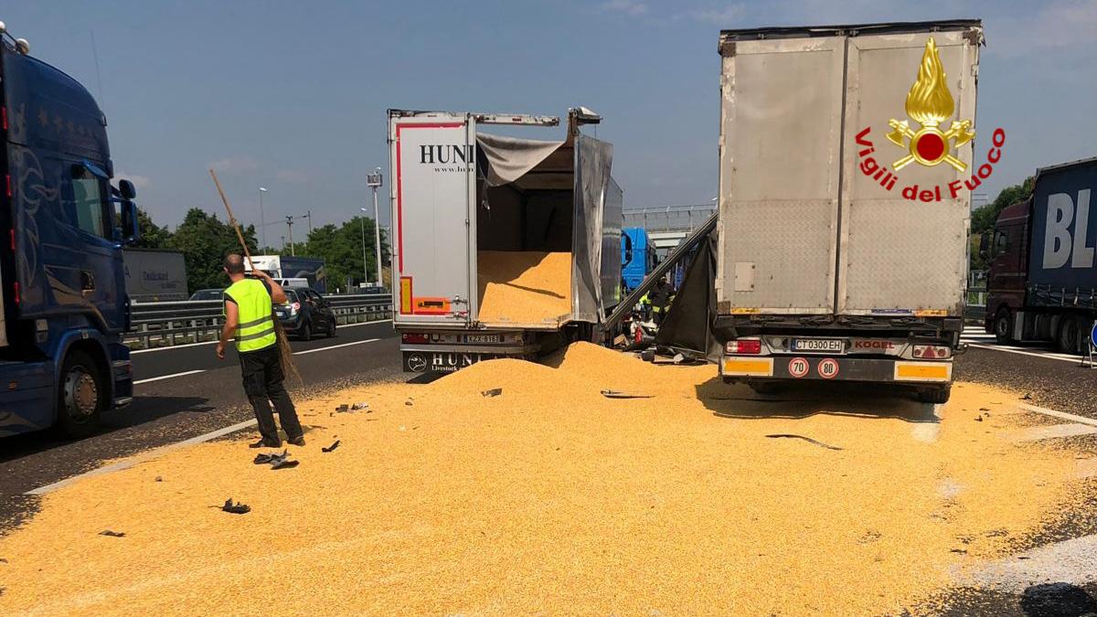 Scontro tra quattro mezzi pesanti sulla A4 a Vicenza: morto camionista