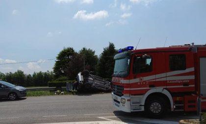 Ancora un incidente a Santorso: tre feriti e auto cappottata