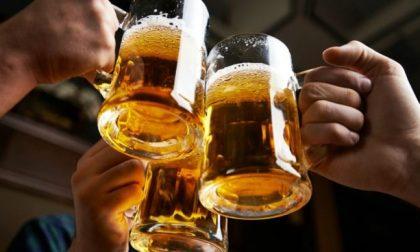 Spillano birra e sottraggono delle bevande: Denunciati