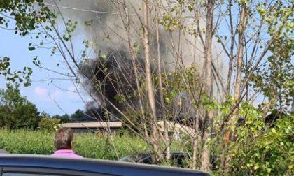Azienda agricola in fiamme: sul posto i vigili del fuoco