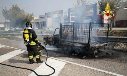 Incendio di un'ape car a Barbarano