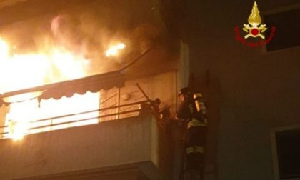 Appartamento in fiamme: Salvata una donna