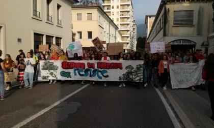 """A Schio gli studenti """"invadono"""" la piazza per difendere l'ambiente"""