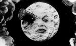 """""""Walking on the moon"""": La maratona di lettura nel giardino della Biblioteca"""