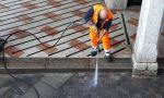 Centro storico: Intervento di pulizia con l'idropulitrice