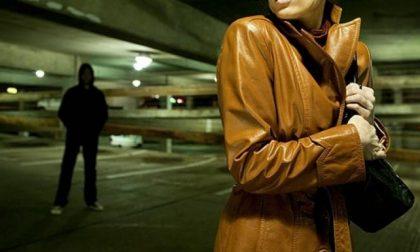 Prima lo aiuta e poi viene perseguitata: Nuovo caso di stalking