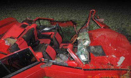 Drammatico incidente: auto si ribalta nel fossato, muore il conducente