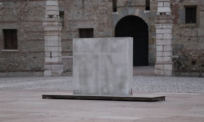 """""""Il muro di sinistra"""": L'installazione in Piazza dell'artista Marco Chiurato"""