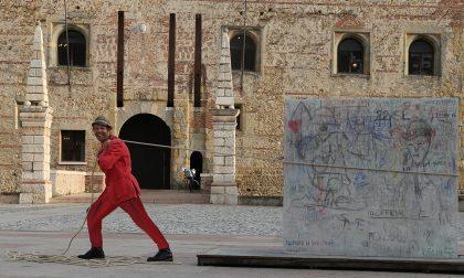 """""""Il muro di destra"""": Nuovo nome e posizione per l'installazione in Piazza dell'artista Chiurato"""