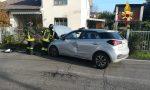 Scontro tra due auto: Una finisce contro una colonnina del gas