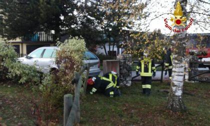 Lascia l'auto in moto senza il freno a mano: Tubo del gas danneggiato