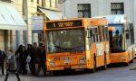L'autista le vieta di salire sull'autobus con il passeggino e lei lo aggredisce