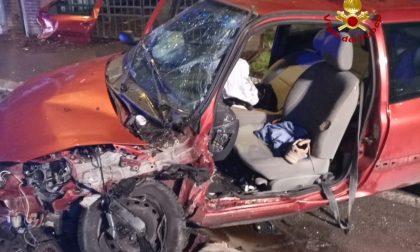 Scontro tra due auto: Una persona rimane ferita