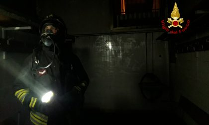Fumo nero si sparge dagli spogliatoi: L'incendio è partito da un asciugacapelli a muro