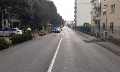 Ciclomotore travolto da un'auto, ferita una 18enne di Schio