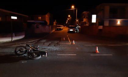 Violento scontro tra auto e moto all'incrocio, 16enne grave in ospedale