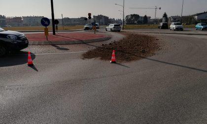 Sassi sulla strada, vetture danneggiate ma il responsabile è stato individuato