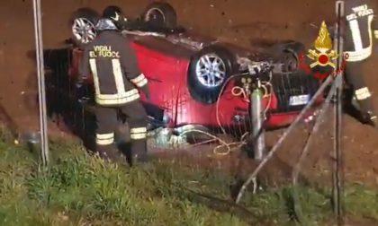 Scontro nella notte in autostrada, due feriti