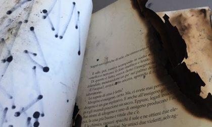 Simboli nazisti e pagine bruciate in un libro di Gianfranco Bettin trovato al Municipio di Marghera: ecco cosa è successo