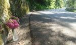 Fiori sull'asfalto: non si placa il dolore per la morte di padre e figlia sul Grappa