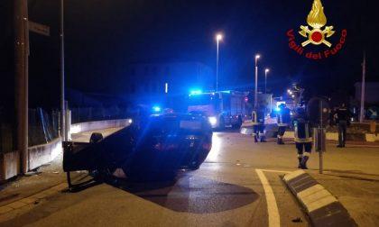 Incidente Vicenza, perde il controllo dell'auto che si rovescia: ferito il conducente