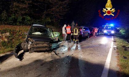 Frontale tra due auto a Zovencedo, tre feriti: giovane donna estratta dalle lamiere – FOTO