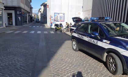 Incidente tra auto e scooter in centro a Thiene: 50enne ferito