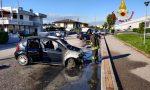 Fumo dal cofano, poi l'auto prende fuoco: guidatore salvo appena in tempo a Sarego