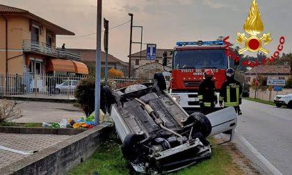 Bassano del Grappa, violento scontro tra due auto: conducente estratta dalle lamiere della vettura rovesciata – FOTO