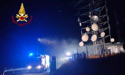 Monte Rubbio, a fuoco i locali tecnologici dei ripetitori radio tv: probabile guasto elettrico