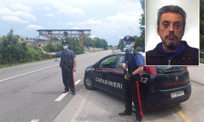 Ubriaco al volante si ferma all'alt e aggredisce i Carabinieri