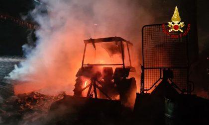 Incendio ad Altavilla Vicentina: in fiamme diversi mezzi tra cui dei trattori FOTO