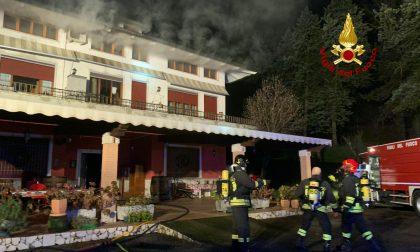 Fiamme nel sottotetto, appartamento rischia di essere divorato da un incendio – GALLERY