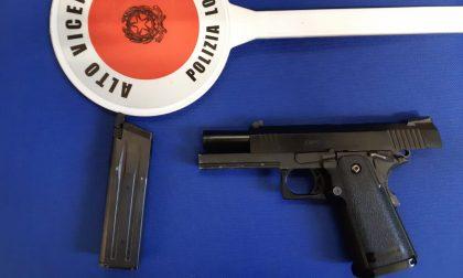 Si rifiuta di pagare rimozione e danni autovettura e minaccia 35enne con una pistola soft air