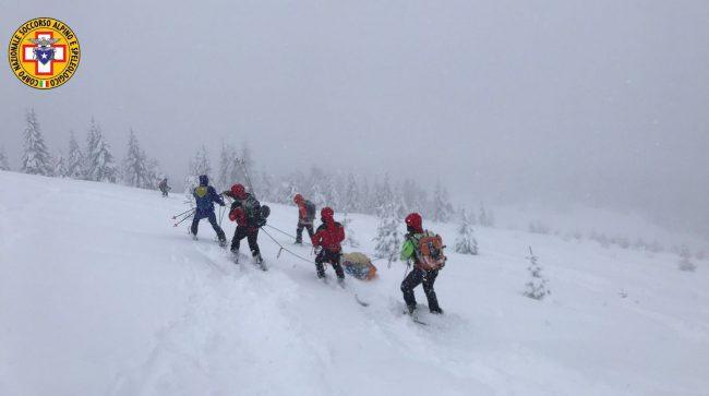Cima Larici, scialpinista infortunato recuperato dal Soccorso Alpino: è un 46enne di Schio