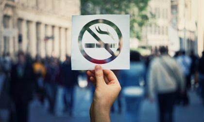A Milano dal primo gennaio non si può più fumare all'aperto