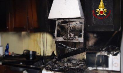 Principio d'incendio in cucina, appartamento invaso dal fumo: 30enne gravemente intossicato